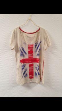 T-shirt motif drapeau anglais.