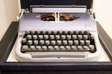 Machine à écrire Japy vintage en très bon état