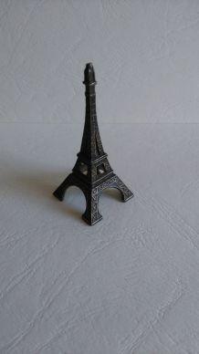 Tour Eiffel en métal