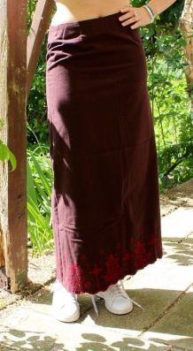 Jupe longue en coton brodé au point de croix