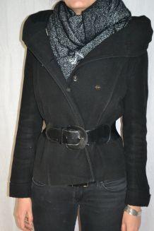 Manteau court noir à grande capuche