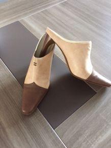 chaussures Mules chocolat et beige d'occasion