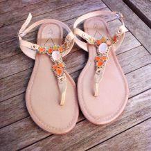 Sandales nudes perlées