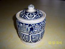 poterie avec couvercle