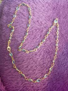 collier plaqué or et pierres bleues