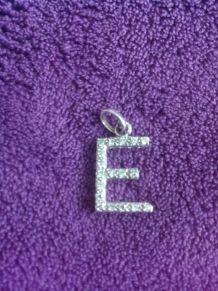 pendentif lettre E en argent