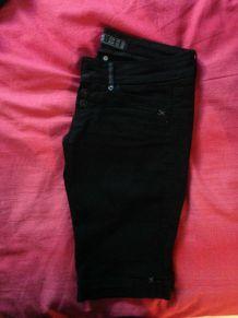 Pantacourt jean noir Taille 34/36