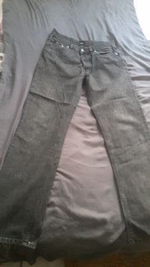 Jean noir gris Hugo boss Taille 33