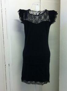 Robe courte noir et dentelle taille 34
