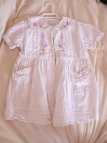 jolie robe blanche 12-18 mois pur coton
