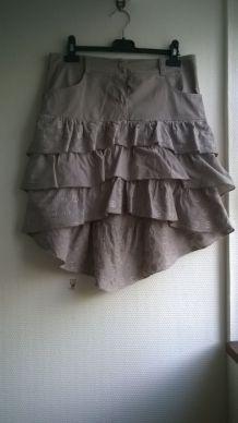 Superbe jupe asymétrique brune brodée