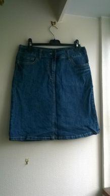 Jolie jupe midi en jean taille haute