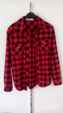 Chemise rouge et noir