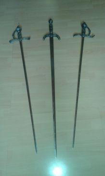 lot 3 épées Espada XVIIe italien siècle. Mesure 106 x 14 cm. Poids 500 gr.