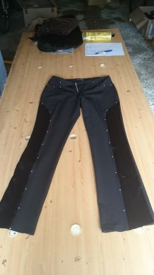 pantalon noir à clous