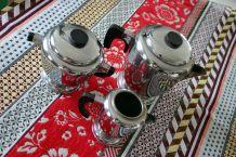 Trio théière, sucrier, pot à lait en métal