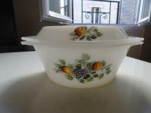 Cocotte ou plat arcopal vintage motif à fruits 70's