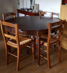Table ronde et 4 chaises