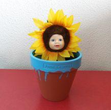 Poupée Anne Geddes fleur de tournesol dans son pot