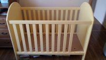 Lit à barreaux bébé jaune clair 60x120