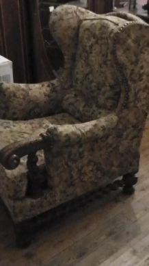 fauteuil avec tapisserie ancienne
