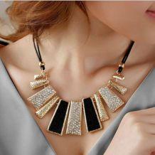 collier graphique fantaisie doré et noir