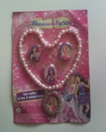 Collier et 4 médaillons Barbie