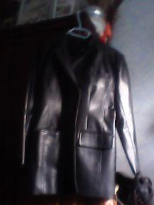 Vends veste femme noire simili cuir