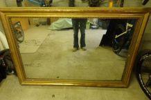 Grand miroir vintage avec cadre en moulure dorée