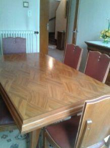 Table salle à manger en noyer massif annees 50 accompagnée de 6 chaises