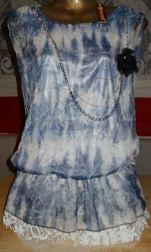 Top tunique Tie and Dye bleu & blanc avec dentelle & collier