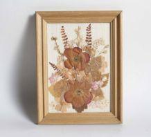 cadre de fleurs séchées