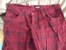 Jean souple rouge et noir à carreaux