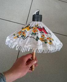 Ancienne mini ombrelle pour poupée