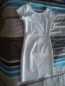 Robe blanche moulante à manches courtes Dos plongeant