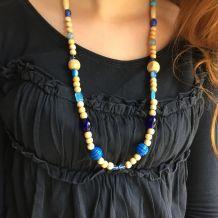 Collier bois naturel et perles bleues