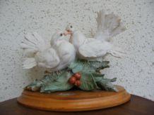 couple de colombes sur socle bois