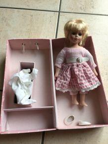 Ancienne poupée porcelaine