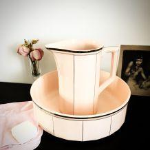 Pichet et bassine de toilette. Faïence française. Années 50