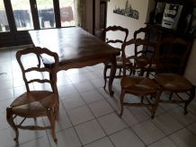 Lot table chaise lustre et lampe