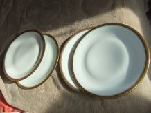 2 Assiettes Porcelaine De Limoges Incrustation Or