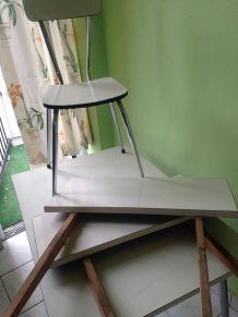 Table Formica grise et 4 chaises