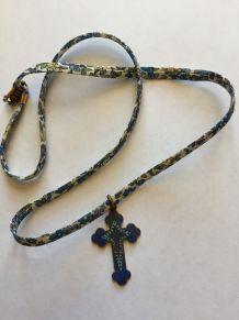 Collier Liberty croix ancienne
