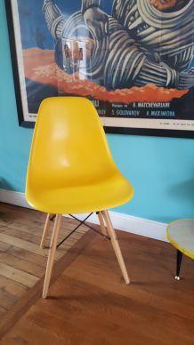 Chaise esprit Eames