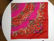 Foulard / carré en satin rose et rouge