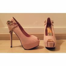 Chaussures nudes avec chainettes