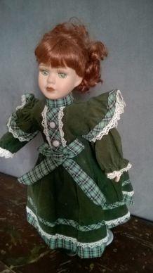 """"""" Anne """" poupée en porcelaine"""