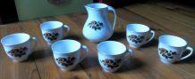6 jolies tasses et un pot à lait - Vintage années 60