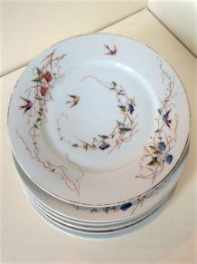 Série de sept assiettes à dessert en porcelaine 19ème