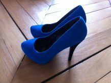 chaussures en daim bleu hauts talons
